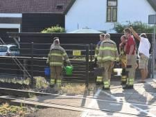 Brandweer blust spoorbiels bij Nijkerk met gieter
