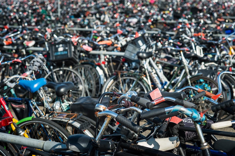 Liefde voor de fiets gaat vaak niet ver genoeg om de reis naar het depot te maken. Ook dure rijwielen blijven meestal daar.