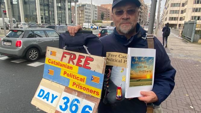 """Alex (70) voert al een jaar lang actie voor vrijlating van Catalaanse gevangenen: """"Hopelijk hou ik het vol tot mijn tachtigste"""""""