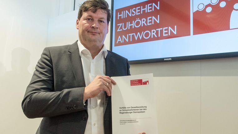 Advocaat Ulrich Weber presenteerde vandaag het rapport