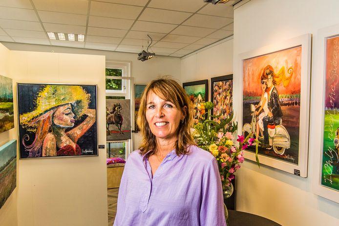 José Reuvekamp in haar nieuwe galerie.