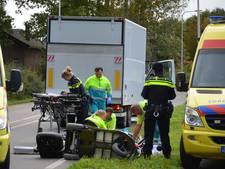 Vrouw in scootmobiel zwaargewond bij botsing met vrachtwagen