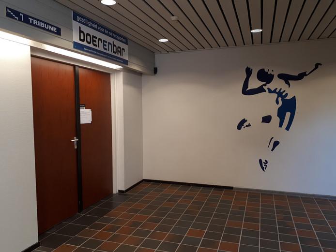 De deuren naar de kantine in sporthal De Stoep in Sliedrecht zijn al maandenlang gesloten en dat blijft voorlopig zo. Jarenlang was De Stoep de bruisende thuishaven van volleybalvereniging Sliedrecht Sport.