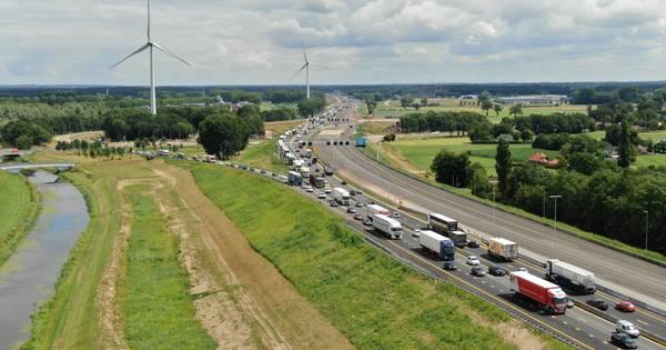 Ongeluk en werkzaamheden zorgen opnieuw voor forse file op de A1.