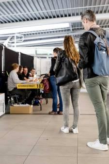 Eerste stemmers zijn er vroeg bij op Utrecht Centraal
