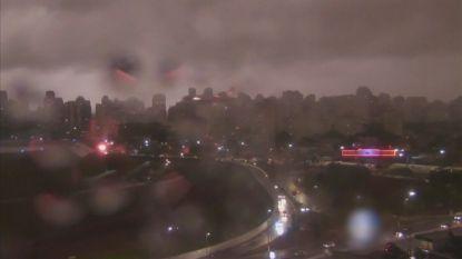 São Paulo kleurt pikzwart door rook van bosbranden