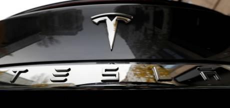 Tesla ontkent 'plotselinge versnelling' auto's