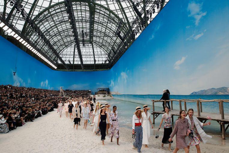 Het Parijse Grand Palais was omgetoverd tot een strand.
