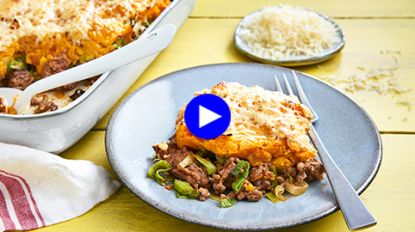 Geef je ovenschotel met prei en gehakt een smaakboost dankzij deze zoete twist