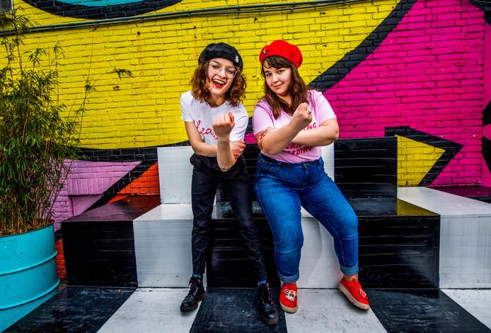 Joana Cavaco en haar vriendin Zuza Nazaruk (l) organiseren de eerst SlutWalk in Rotterdam.