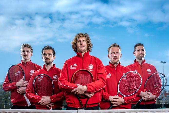 MLTC (met van links naar rechts Tim van Velzen, Stijn Sprinkhuizen, Dmitri van Hoof, Jasper Smit en Marc Felius) eindigden het eerste seizoen in de landelijke hoofdklasse op de tweede plaats.