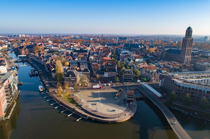 Het Rodetorenplein Zwolle, met rechts op de achtergrond de Peperbus.