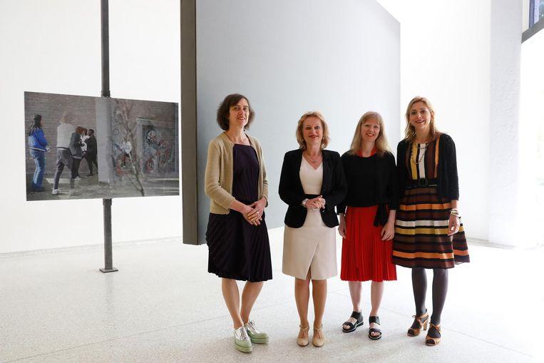 Wendelien van Oldenborgh, uiterst links, samen minister Jet Bussemaker, curator Lucy Cotter en directeur van het Mondriaan Fonds Birgit Donker op de opening van de Biënnale van Venetië. Beeld anp