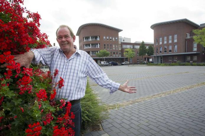 Peter Reinders gelooft heilig in de kansen van een weekmarkt op dit plein in Pathmos. Foto: Frans Nikkels