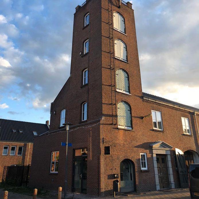 Logement De Oude Kazerne aan het Anton Pieckplein in het hart van Kaatsheuvel.