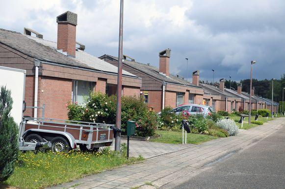 De woningen in de Spreeuwestraat zouden  tegen de vlakte gaan in plaats van gerenoveerd. Een timing is er nog niet.