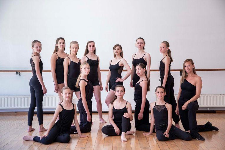 Kinderen repeteren voor de opvoering van de dansopera Carmen.