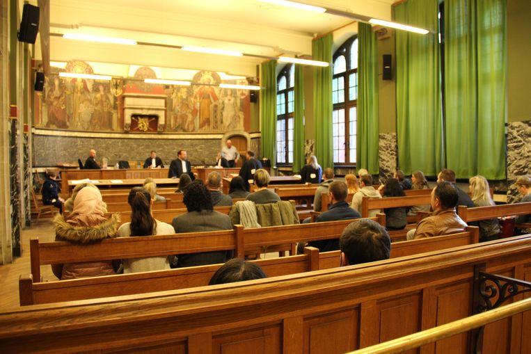Dertig mensen die geen geldige reden hadden om niet of te laat op te dagen in het stembureau moesten zich in de correctionele rechtbank in Oudenaarde verantwoorden.