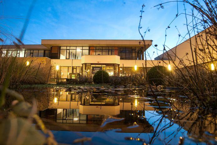 Het voormalige verpleeghuis Elderhoeve in Arnhem, waar 350 asielzoekers worden gehuisvest.