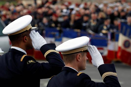 Des milliers de personnes se pressaient lundi sur le pont Alexandre III, à Paris, pour rendre un dernier hommage aux 13 soldats français tués au Mali.