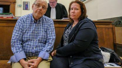 """Oud-parlementslid en zijn vrouw schreeuwen onschuld uit op proces: """"Vermoord? Nee, we speelden alleen een spelletje Scrabble"""""""