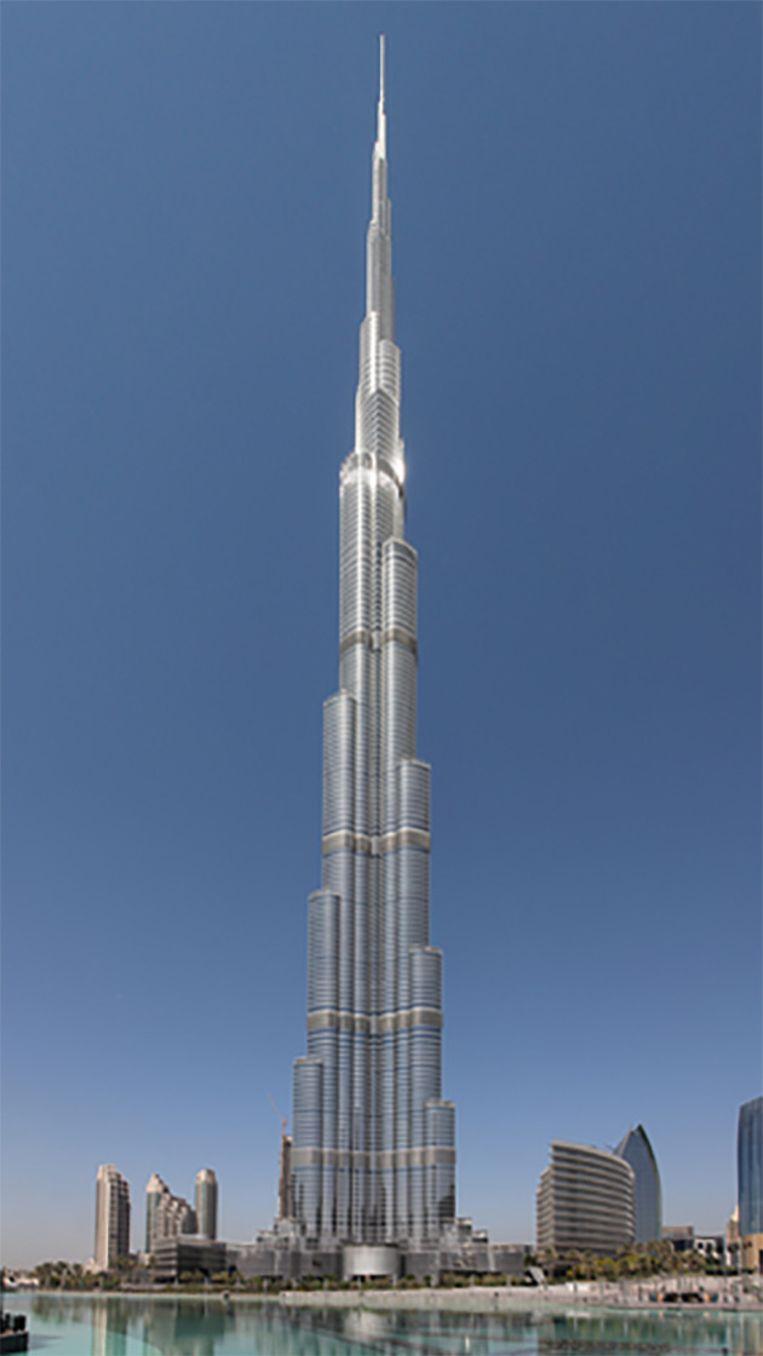 De Burj Khalifa in Dubai is met 828 meter een dwerg in vergelijking met de ruimtelift.