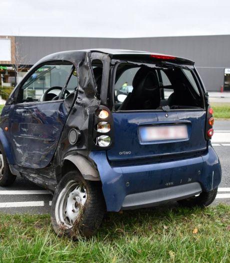 Auto in sloot in Hulst na botsing met vrachtwagen