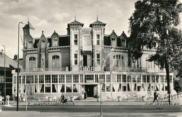 Hotel Monopole domineerde tot de jaren 70 het Stationsplein.