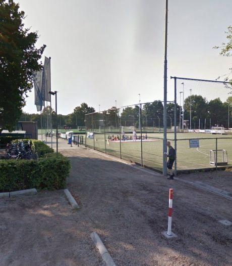 Vandalen houden huis bij hockeyclub in Zeist: dug-out afgebrand en velden beschadigd door vuurwerk