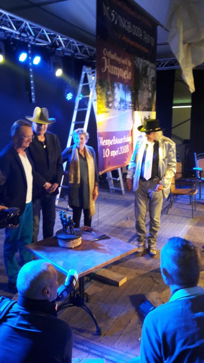 Tijdens het Høkersweekend in Hummelo is bekendgemaakt dat er een standbeeld komt voor Normaal. Het standbeeld is een cadeau van de fanclub.