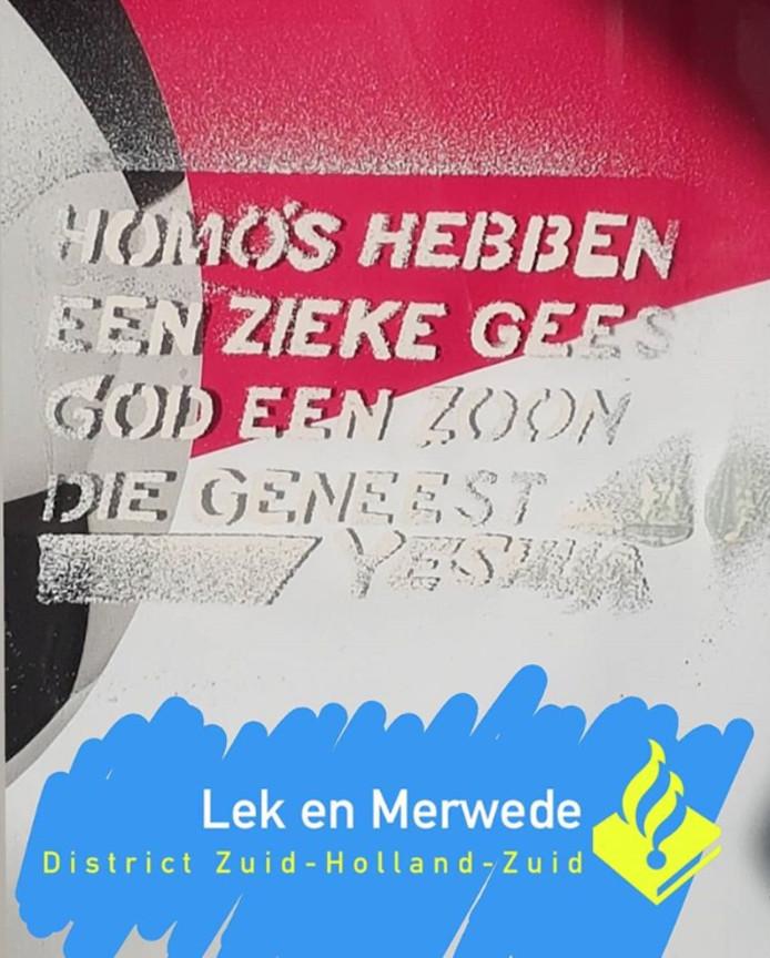 Homohaat op bushokjes in Gorinchem