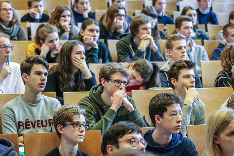 De middelbare scholieren proeven van het universitair leven in de Kulak