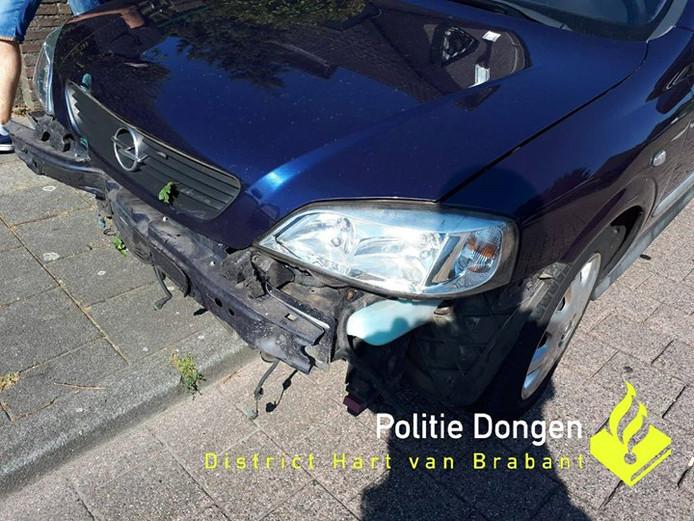 De beschadigde auto in Dongen