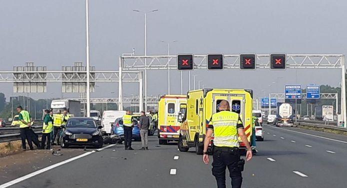 De hulpdiensten rukten uit voor het dodelijke ongeluk op de A15.