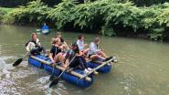 Studenten Thomas More peddelen het nieuwe academiejaar in op zelfgemaakt vlot