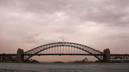 Man springt onder invloed van 43 meter hoge brug af en overleeft het