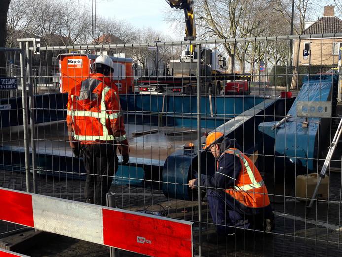 Vlakbij de Orthenbrug ligt de ophaalconstructie klaar.