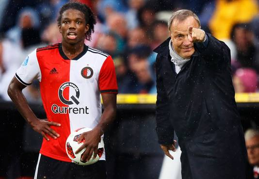 Dick Advocaat, hier nog als trainer van FC Utrecht in de Kuip, moet Feyenoord de weg wijzen.