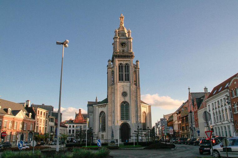 Veel kerken moeten beter benut worden. Zo denkt men aan de openstelling van het balkon in de toren van de OLV-kerk, als uitkijkpost over de hele stad.