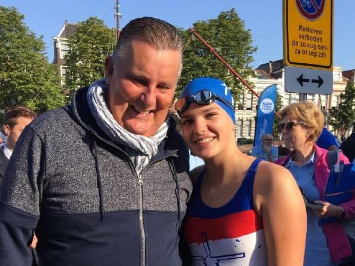 Evi's vader stond altijd langs de kant bij de Swim:'Ik beloofde hem door te gaan'