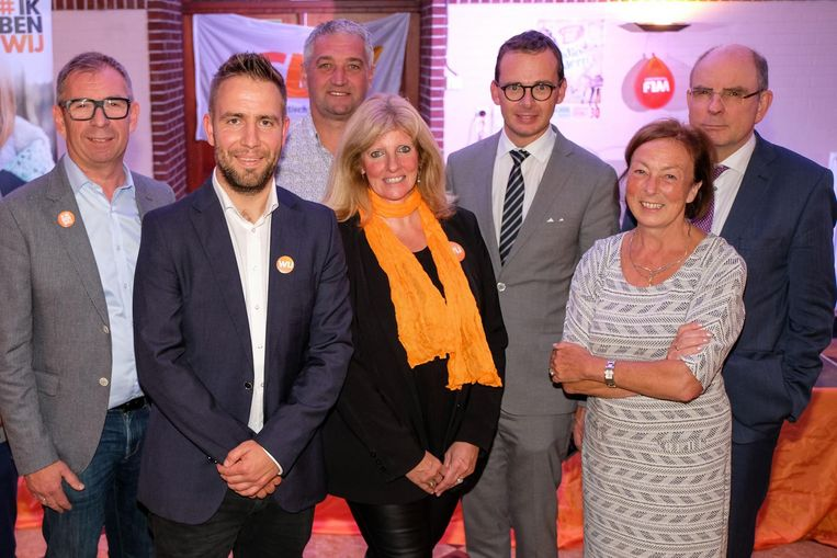 Lijsttrekker Bert De Wit (tweede van links), geflankeerd door Diane Willems, Jan Van Herck en Bertrand Eraly. Hij krijgt met Wouter Beke, Koen Geens en Monique Swinnen ook steun van zowel de provinciale als nationale CD&V-top.