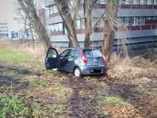 18-jarige automobilist zonder rijbewijs strandt pal voor politiebureau