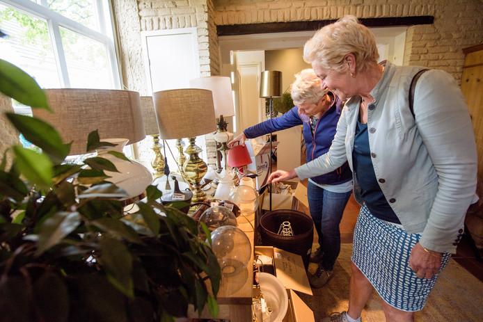 Allerhande horecaspulletjes waren gisteren te koop in restaurant De Oude Toren.