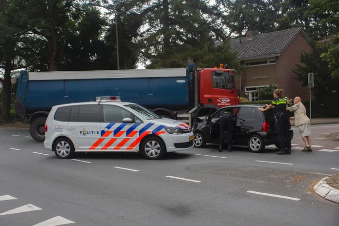 De personenauto raakte flink beschadigd bij het ongeluk en is later door een berger opgehaald.