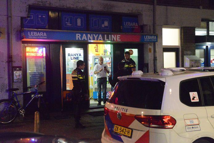 De telefoonwinkel aan de Boekhorststraat in Den Haag is vanavond overvallen