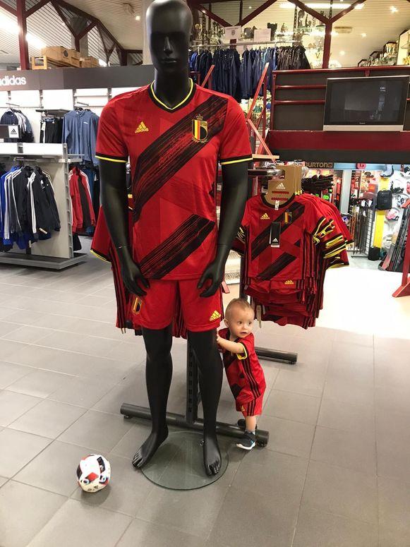 Nieuwe shirts van Rode Duivels al in de winkel... Facebook Topsport Lebbeke