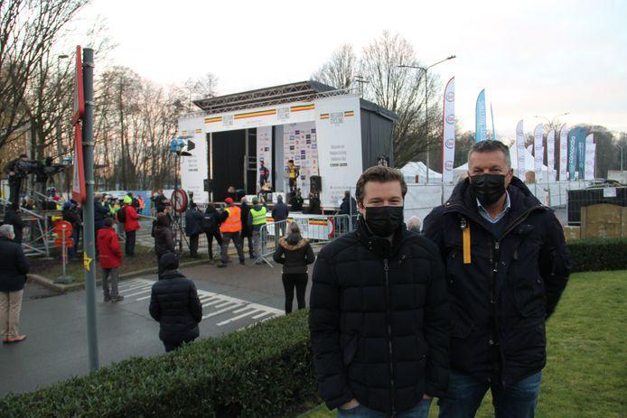 Zoon en vader Alexander en Wim Hullebusch konden van op de eerste rij zien hoe Wout van Aert zich tot Belgisch kampioen cyclocross kroonde.