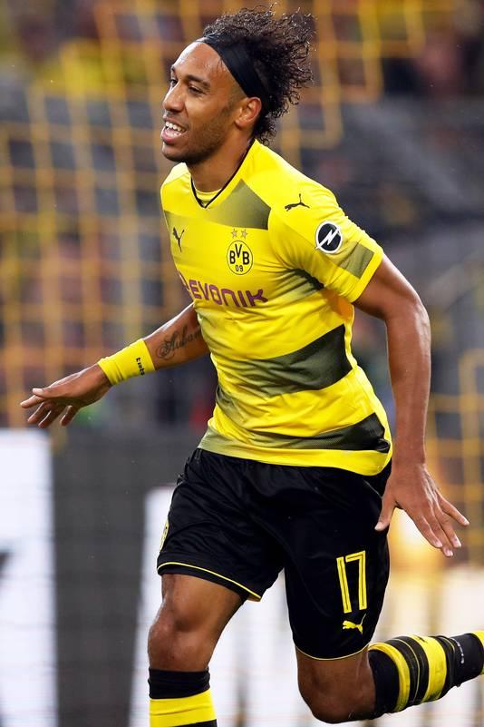 Pierre-Emerick Aubameyang scoort de 3-0 tegen 1. FC Köln.