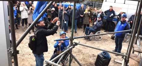 Hoge verwachtingen bij hijsen vlag WINGS in Goirle