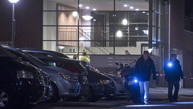 De politie doet sporenonderzoek nabij de flat waar Demirci werd doodgeschoten. Beeld anp